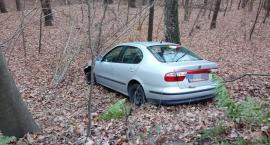 Pijany kierowca wypadł z drogi i wjechał do lasu