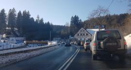 Oblężenie Szklarskiej Poręby. Zakorkowane drogi dojazdowe