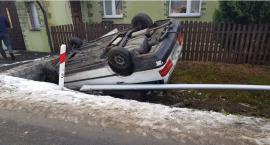 Pojazd na dachu. Kierowca uciekł z miejsca zdarzenia. Włącz Zello
