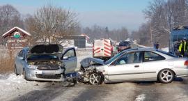 Czołowe zderzenie na drodze Jelenia Góra - Karpacz. Droga zablokowana.