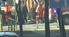 Starszy mężczyzna zasłabł pod Sądem. Reanimowali go strażnicy miejscy.