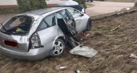 Doszczętnie rozbite auto na Spółdzielczej - kierowca poszukiwany