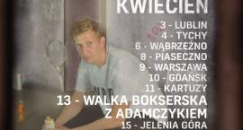 Półczłowiek, półgłówek czyli standup Piotra Szumowskiego w klubie Kwadrat