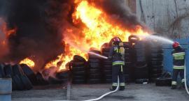 Ogromny pożar w Lubaniu. Płonie skład opon