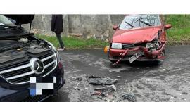 Volkswagenem polo w mercedesa. Zderzenie dwóch aut na ulicy Goduszyńskiej.