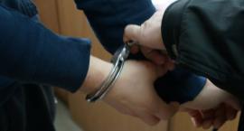 Piechowice : Mężczyzna schował się przed policjantami pod styropianem