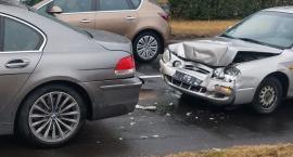 Zderzenie dwóch aut w Alei Jana Pawła