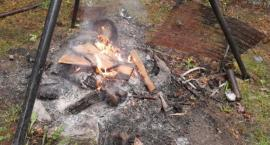Wypalał kable na posesji