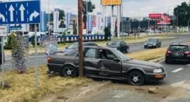 Wypadek w Alei Jana Pawła. Ciężarówka zderzyła się z autem osobowym.