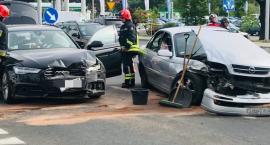 Zderzenie dwóch aut na ulicy Grunwaldzkiej w Jeleniej Górze