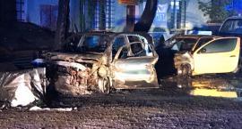 Pożar na Wincentego Pola. Paliły się dwa samochody.