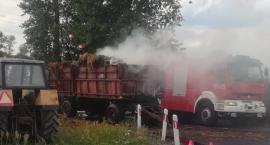 Ciągnik z płonącą naczepą uderzył w audi