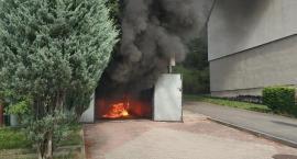 Leśna : W garażu spłonął samochód