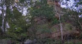 Nastolatka spadła ze skały. Ma pękniętą czaszkę i złamaną rękę