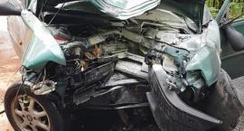 Droga w Pasieczniku zablokowana. Dwie osoby poszkodowane w wypadku