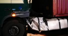 TiR rozbił się na barierkach pod Szklarską Porębą. Dwieście litrów paliwa wyciekło na jezdnię.