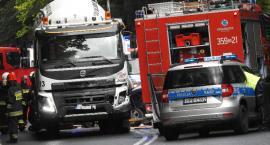 Wypadek pod Szklarską Porębą - dramatyczna akcja ratunkowa - droga całkowicie zablokowana