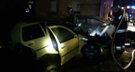 W środku nocy płonął samochód