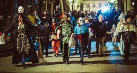 Setka osób ruszyła w V Mrocznym Pochodzie Halloween`owym