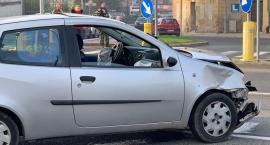 Zderzenie dwóch samochodów w centrum miasta