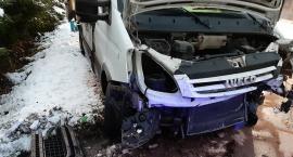 W Przesiece bus z piwem wpadł w poślizg i rozbił się o skarpę