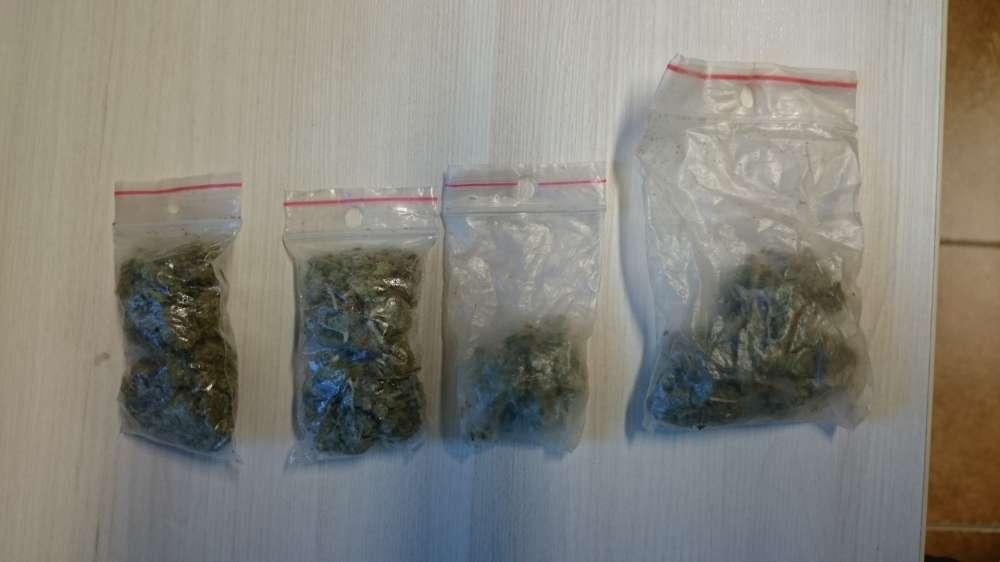 Sprawy kryminalne, Miał narkotyków - zdjęcie, fotografia