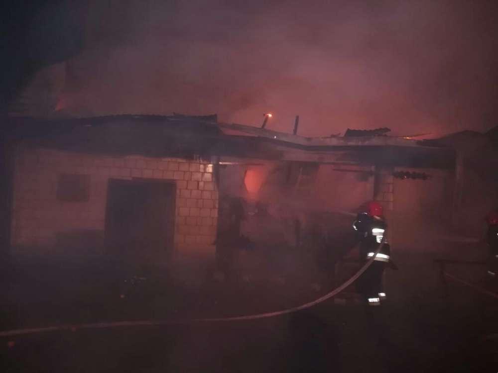 Interwencje straży i pożary, Spłonął budynek gospodarczy - zdjęcie, fotografia