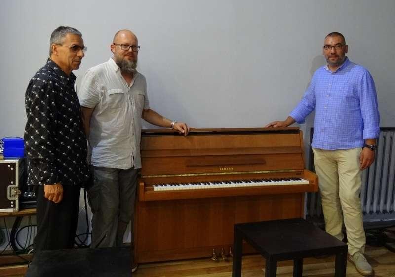 Wydarzenia kulturalne, Pianino dotarło - zdjęcie, fotografia