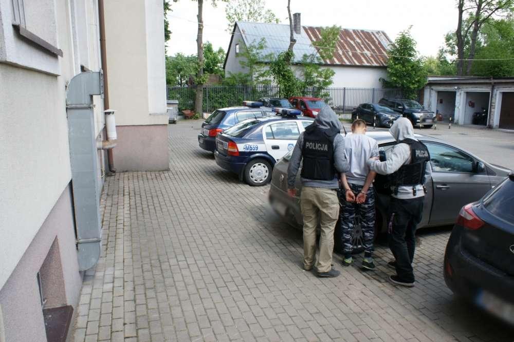 Sprawy kryminalne, Wtargnęli pobili - zdjęcie, fotografia