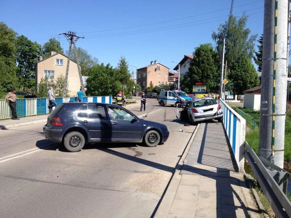 Wypadki drogowe, Wypadek moście - zdjęcie, fotografia