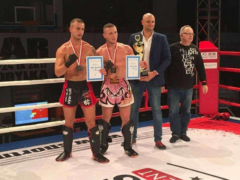 Artykuł sponsorowany, Kickbokserzy medalami - zdjęcie, fotografia