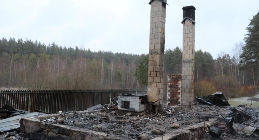 Interwencje straży i pożary, Pozostały tylko kominy - zdjęcie, fotografia