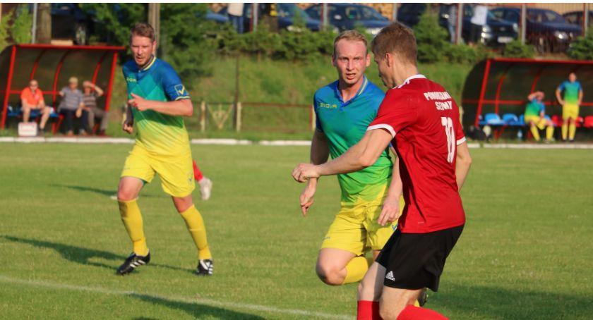 Piłka nożna, Remis Pomorzanki Piastem Białystok (foto) - zdjęcie, fotografia