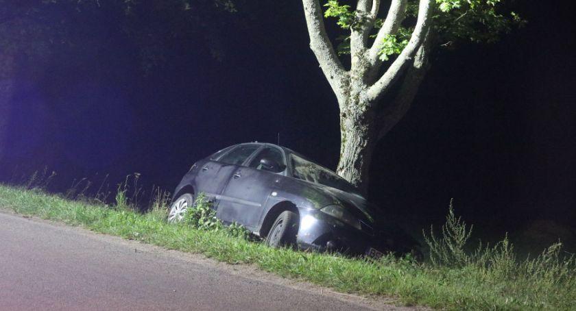 Wypadki drogowe, Wypadli drogi jadąc wpływem alkoholu - zdjęcie, fotografia