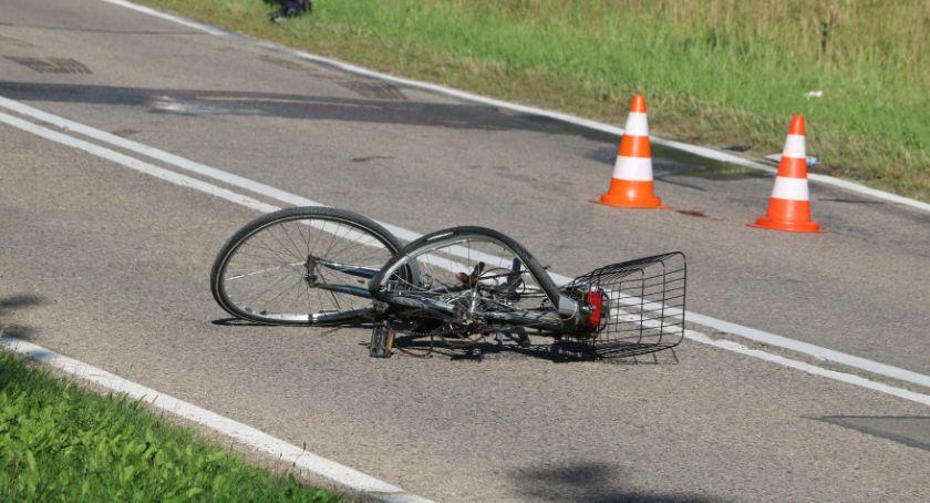 Wypadki drogowe, Rowerzystka wjechała przed samochód ciężki - zdjęcie, fotografia