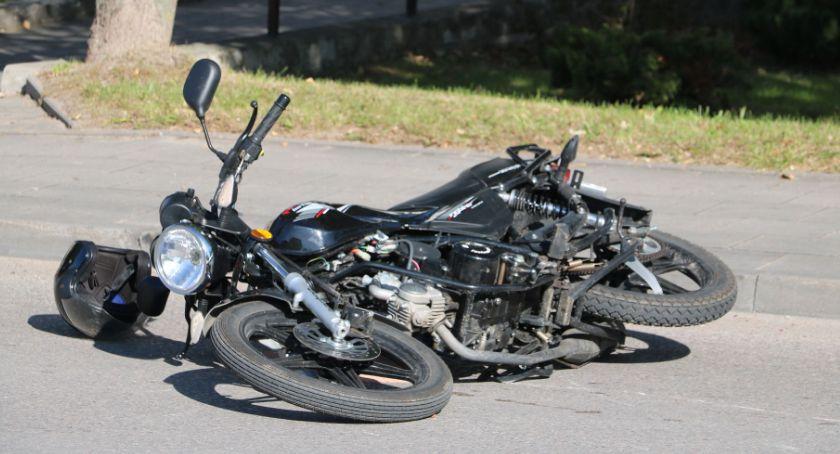 Wypadki drogowe, Kolizja udziałem motorowerzysty Sejnach (zdjęcia) - zdjęcie, fotografia