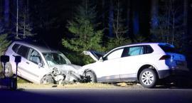 Czołowe zderzenie aut na drodze krajowej