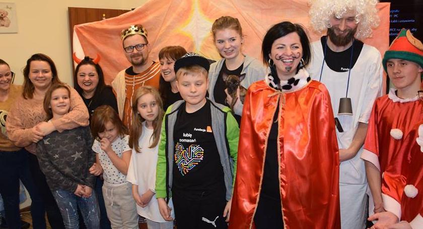 imprezy dla dzieci, Wolontariusze Orange Dziecka - zdjęcie, fotografia