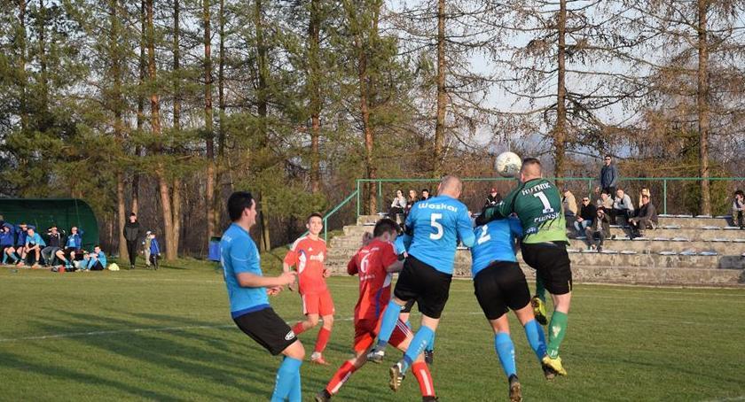 piłka nożna, Nieudany początek rundy wiosennej wykonaniu piłkarzy Woskara - zdjęcie, fotografia