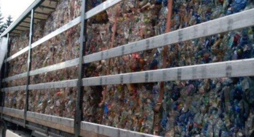 Na sygnale, Ciężarówka nielegalnymi odpadami zatrzymana Jakuszycach - zdjęcie, fotografia