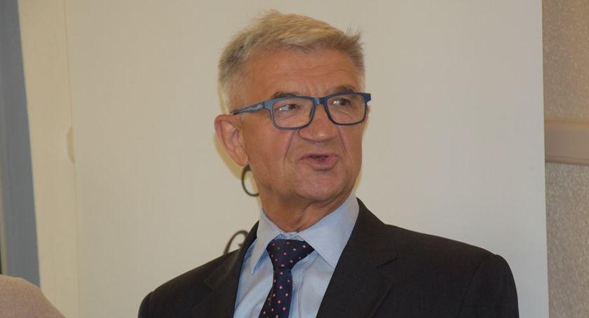 Urząd Miejski, Sekretarz miasta Feliks Rosik przeszedł emeryturę - zdjęcie, fotografia