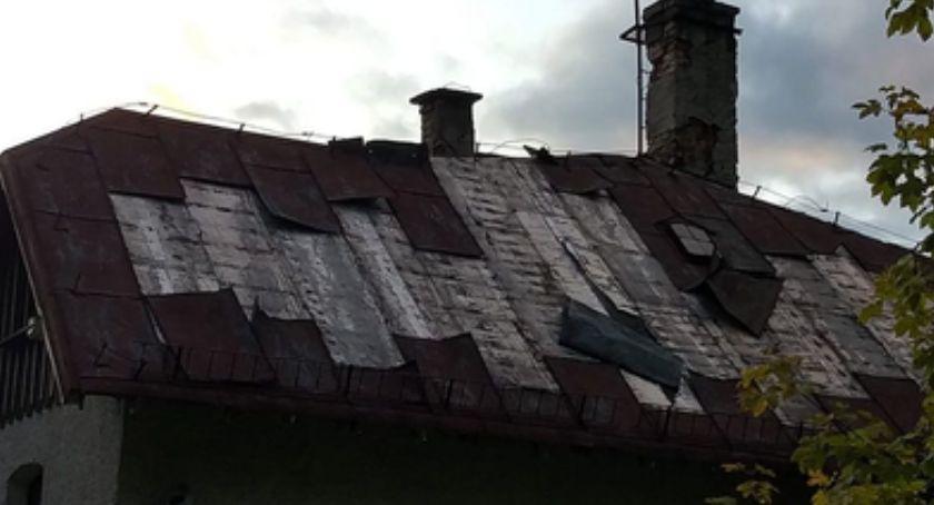 Na sygnale, Kradli blachę dachów domów wypoczynkowych - zdjęcie, fotografia