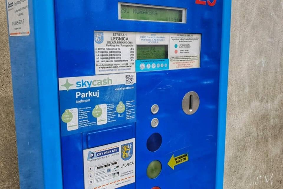 Komunikacja, bilet parkingowy Legnicy wkrótce zapłacimy również kartą - zdjęcie, fotografia
