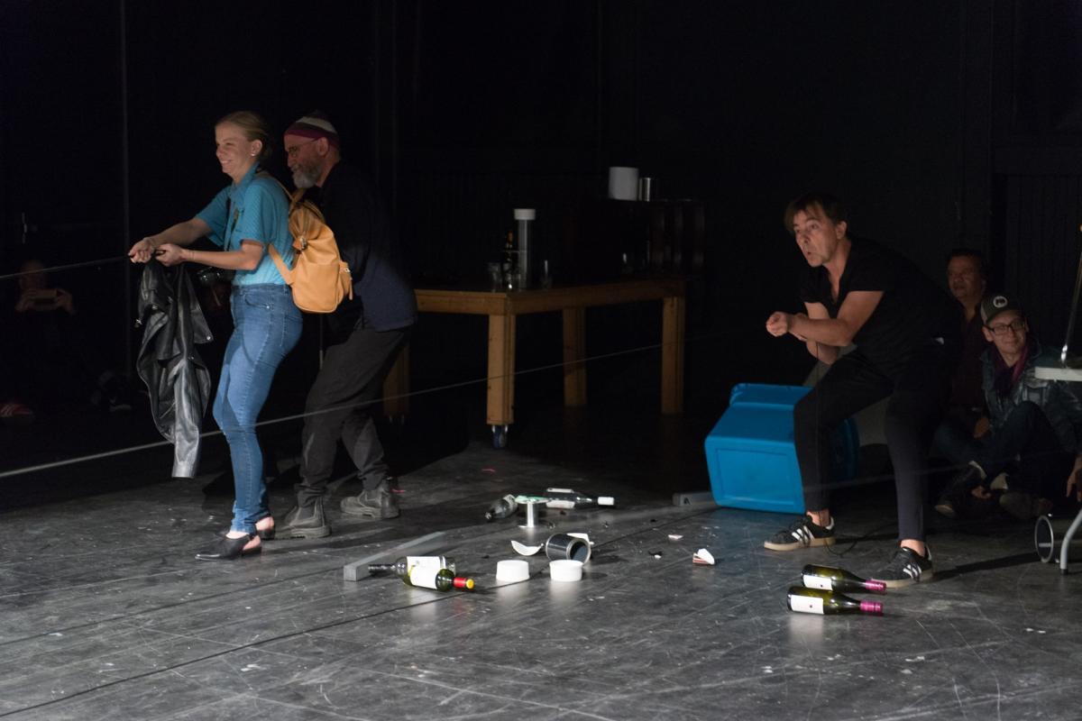 Po godzinach, Dworcowy performance suwerenności dworcu - zdjęcie, fotografia