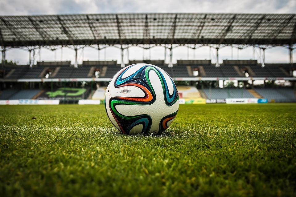 Piłka nożna, Sztuka uniku Byłym działaczom Miedzi śpieszy ławę oskarżonych - zdjęcie, fotografia