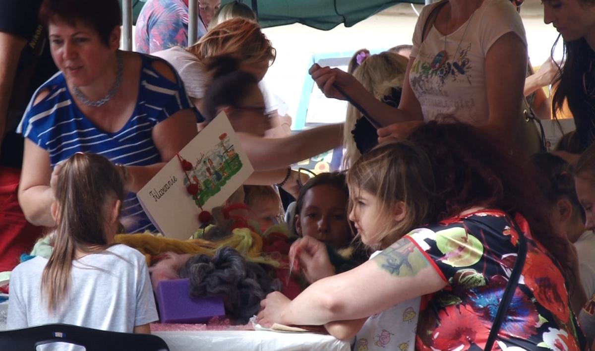 Wydarzenia, Całe rodziny bawiły niedzielę dziedzińcu Zamku Piastowskiego - zdjęcie, fotografia