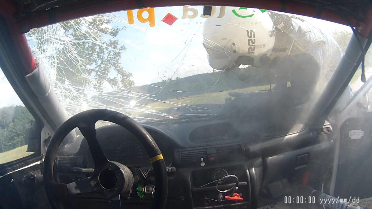 Wypadki drogowe, Groźny wypadek legnickich rajdowców - zdjęcie, fotografia