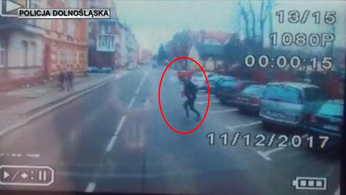Wypadki drogowe, Wtargnął koła ciężarówki Hutników Video! - zdjęcie, fotografia