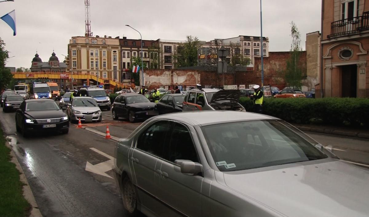 Wypadki drogowe, Wypadek Pocztowej spowodował olbrzymie utrudnienia ruchu - zdjęcie, fotografia