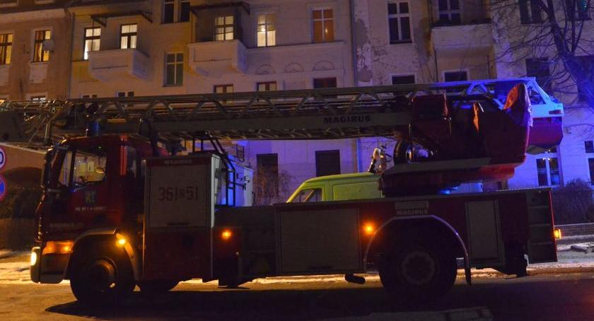 Interwencje straży i pożary, Pożar Jaworzyńskiej Paliło mieszkanie trzecim piętrze - zdjęcie, fotografia